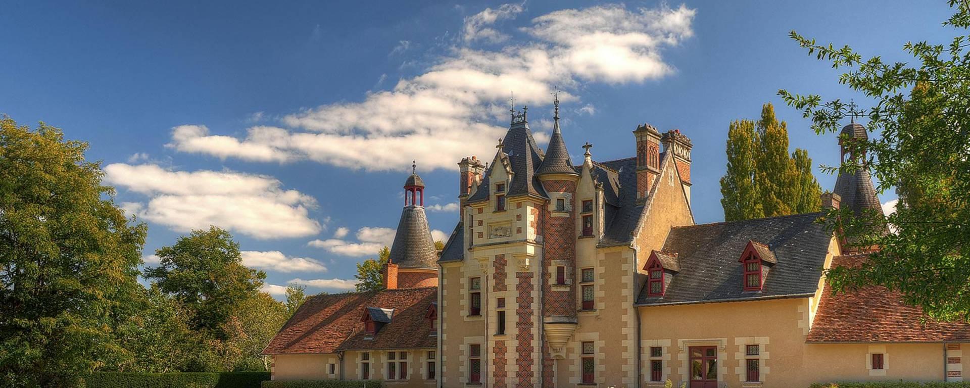 La facciata del castello di Troussay