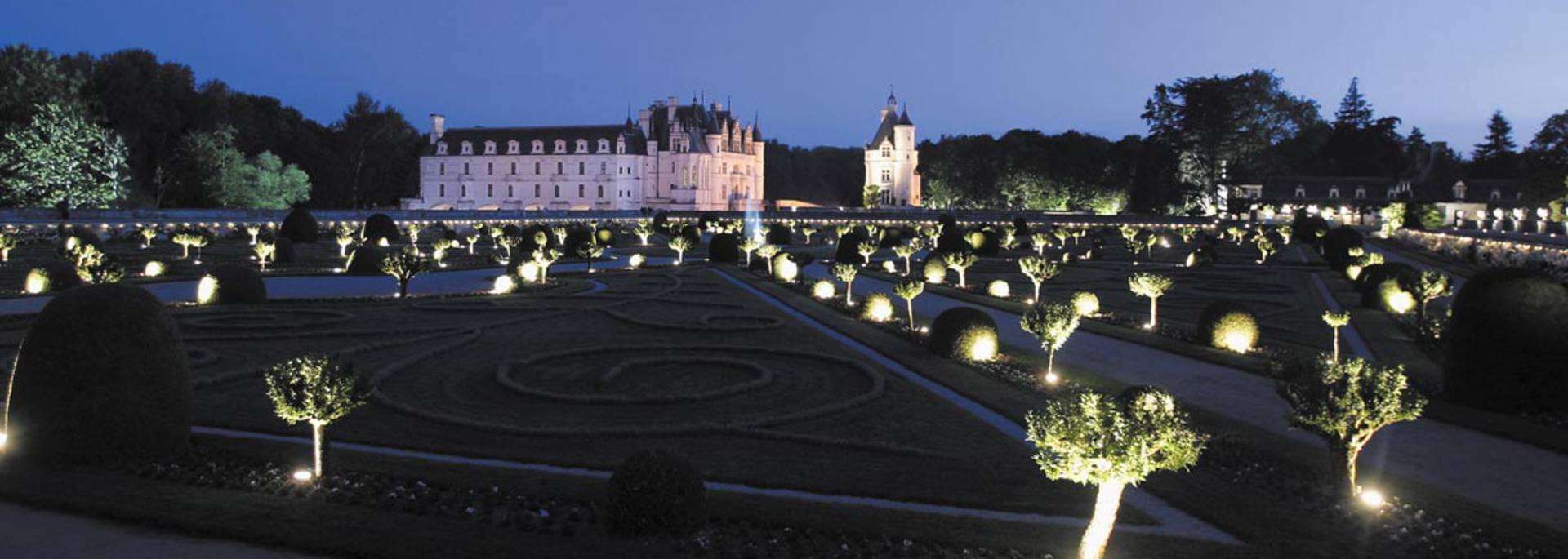 Vista notturna del castello di Chenonceau © Images de Marc