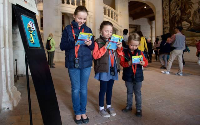 Dei bambini scoprono Chambord con l'histopad. © Ludovic Letot