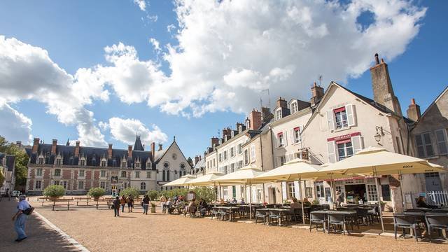 Piazza del castello a Blois