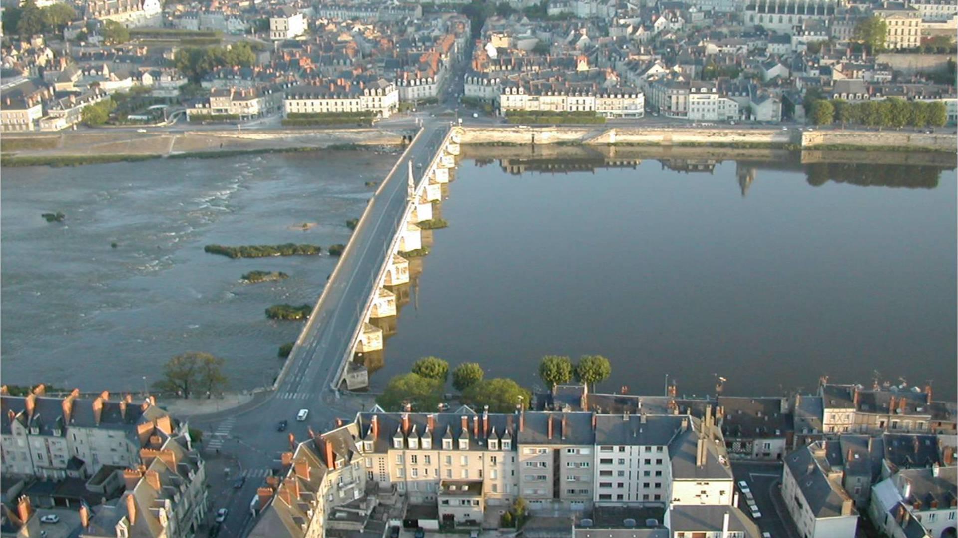 Il ponte Jacques Gabriel a Blois