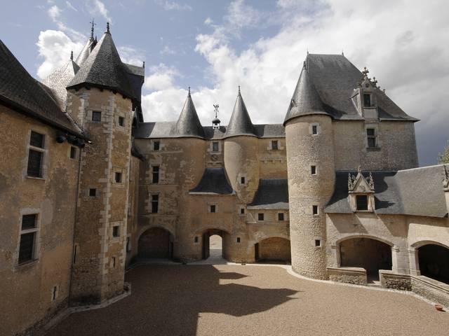 Il castello di Fougères-sur-Bièvre © OTBC