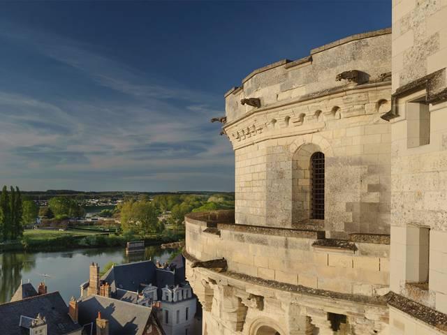 Il castello di Amboise svettante sulla Loira © OTBC