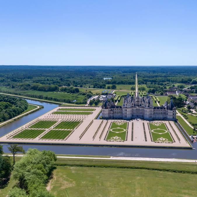 Il castello di Chambord e i suoi giardini © Drone Contrast