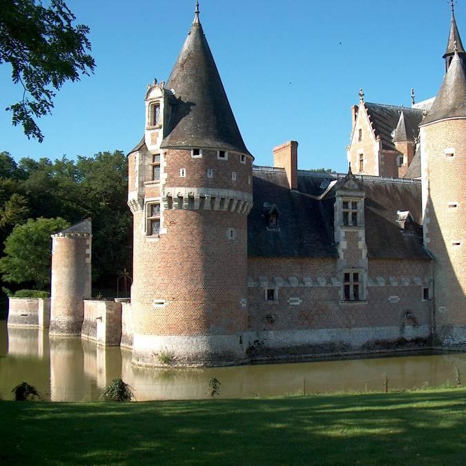 Il castello di Moulin e il suo fossato