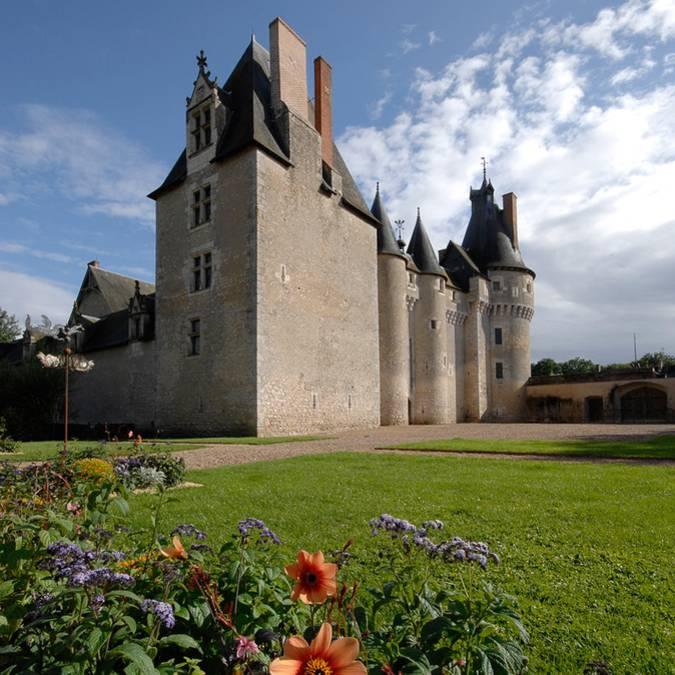 Il castello di Fougères-sur-Bièvre e i suoi esterni